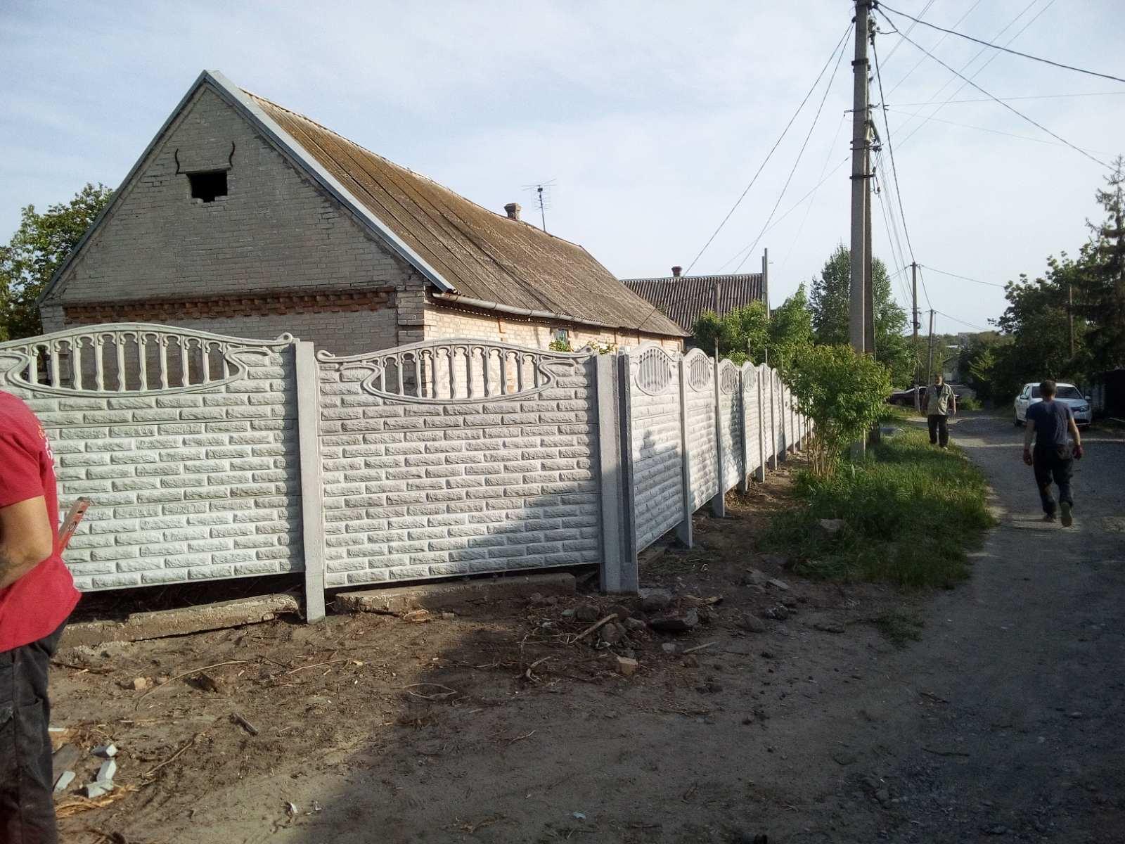 Установка бетонного забора пгт. Балабино пер. Кривой 40