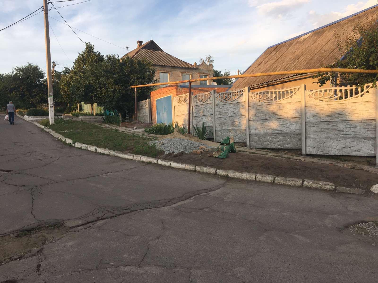 Установка бетонного забора г. Васильевка ул. Тополина 26