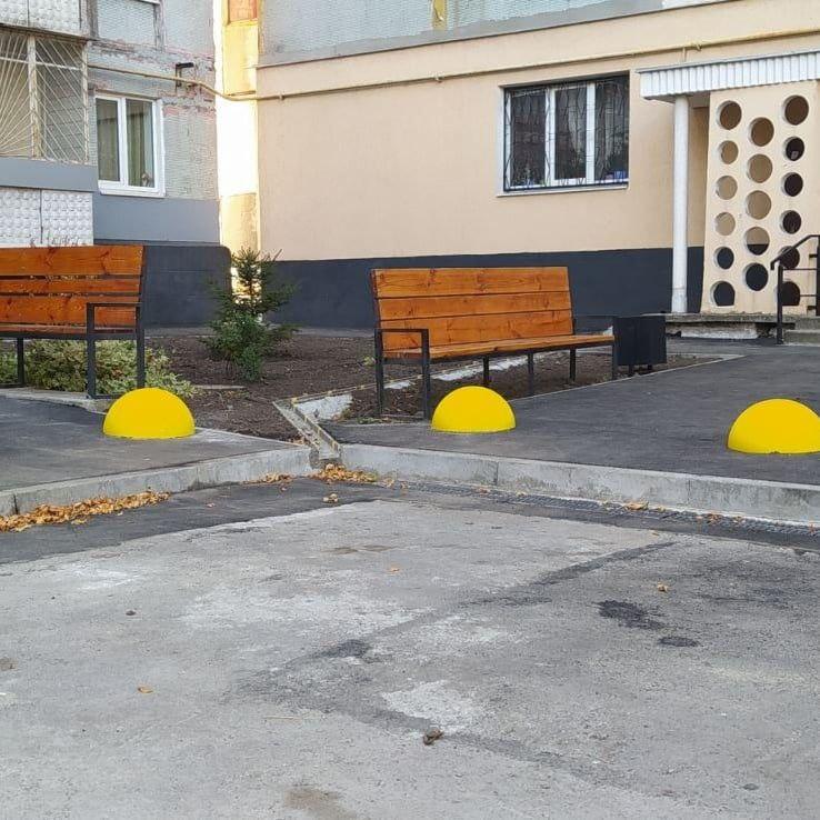 Установка бетонных полусфер г. Запорожья ул. Академика Климова.