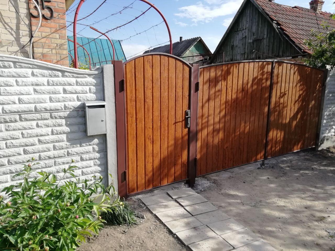 Установка бетонного забора и ворот пгт. Кушугум ул.Историческая35
