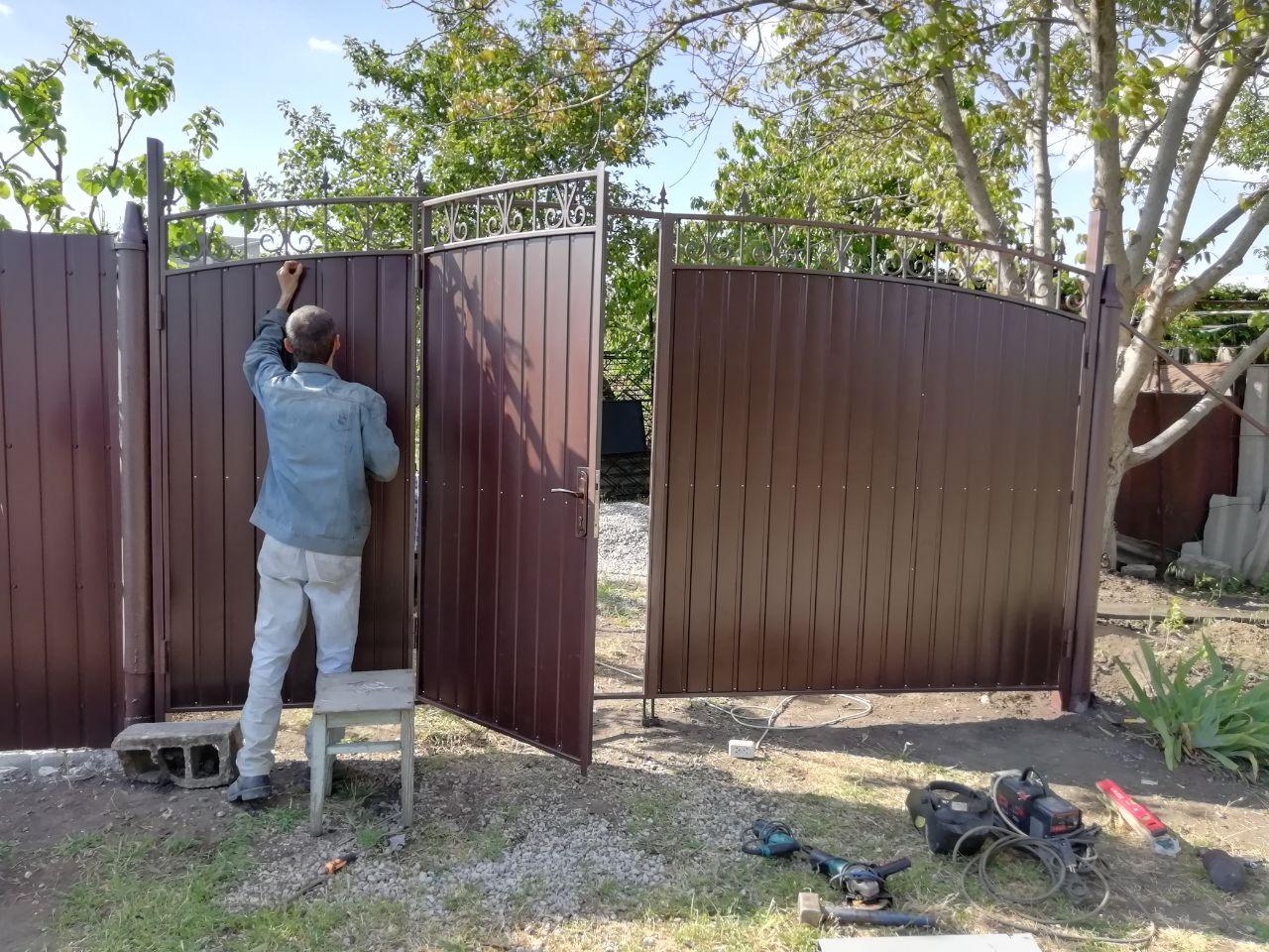 Усановка ворот г. Запорожье Дачи Леваневского