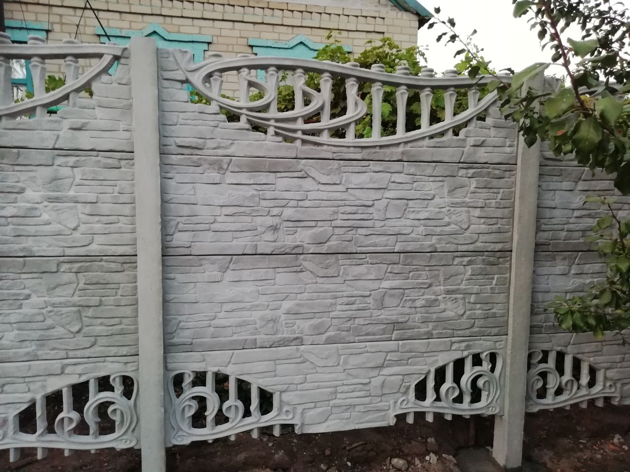 Установка бетонного забора г. Запорожье, Тепличный комбинат ул. Калужская 9
