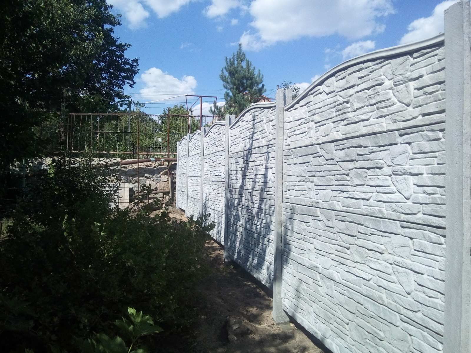 Установка бетонного забора Дачи возле села Ново Анновка