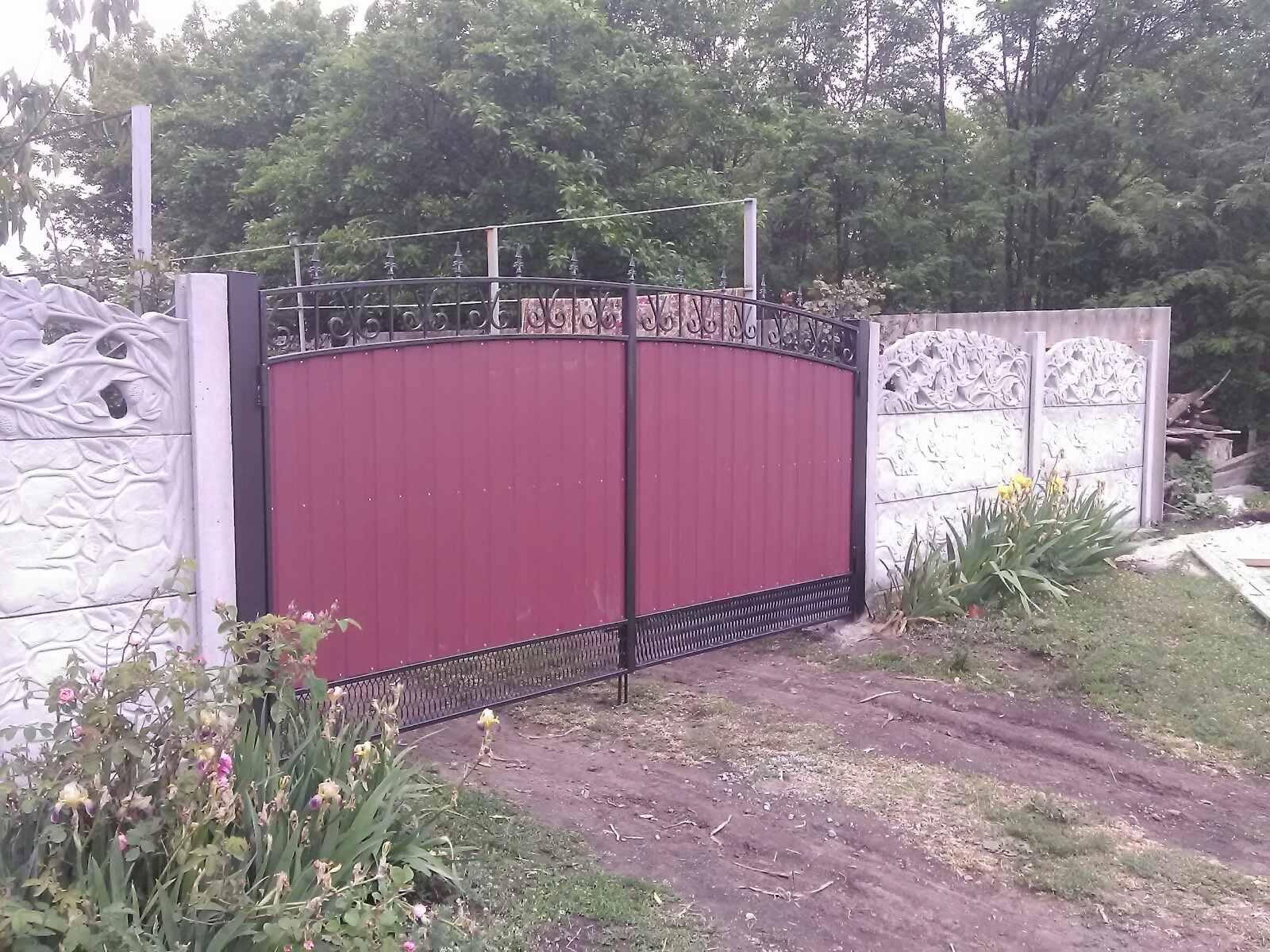 Установка бетонного забора и ворот с. Вольнянка ул.Космическая 101