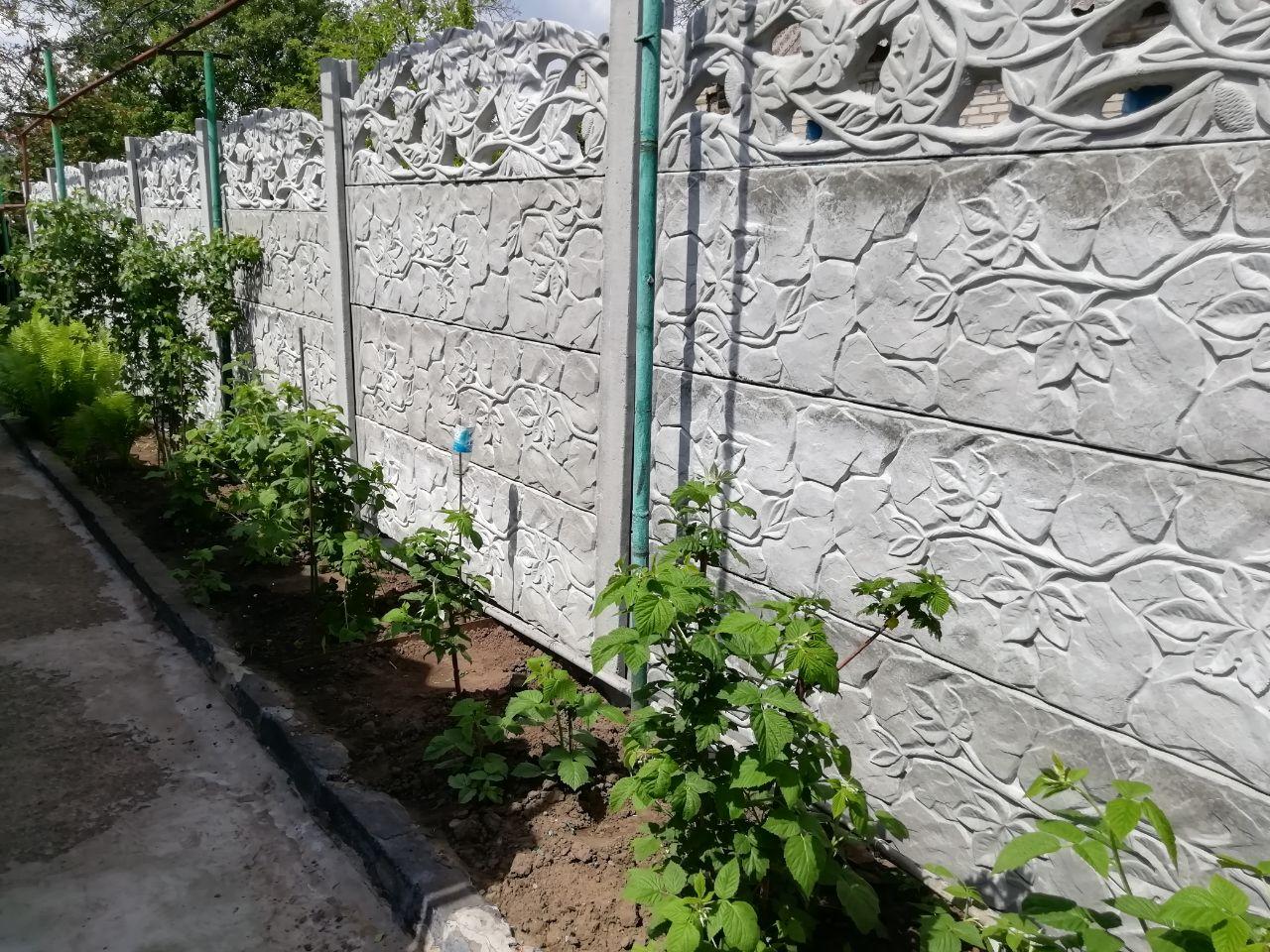 Установка бетонного забора г. Запорожье ул. Вишневая 25