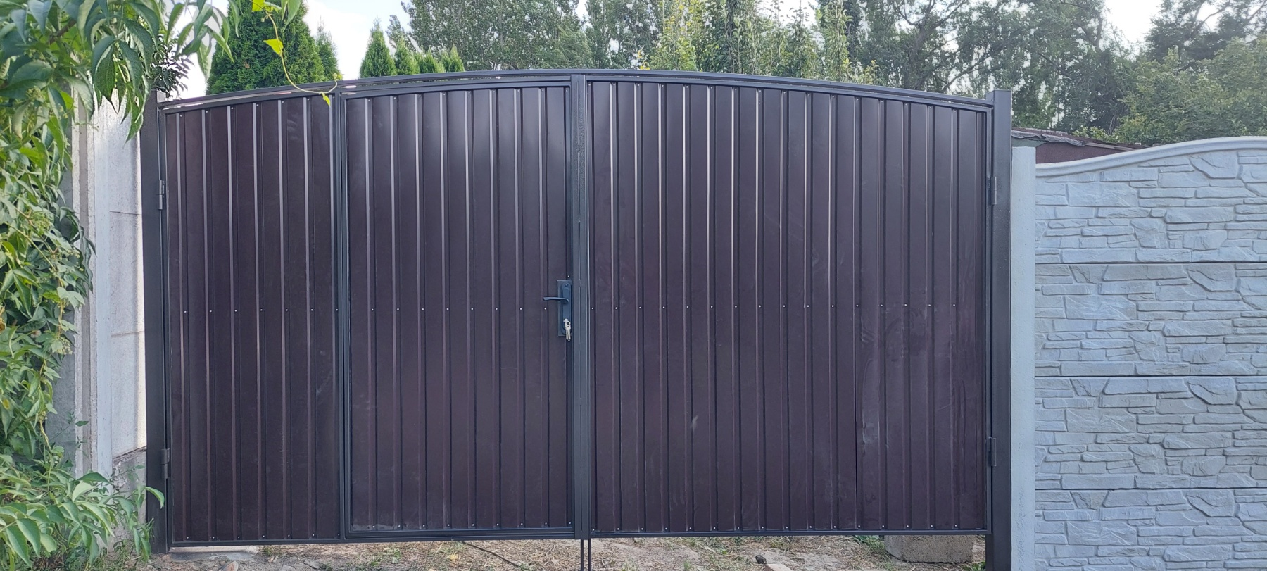 Установка бетонного забора г. Запорожье ул.Осипенка