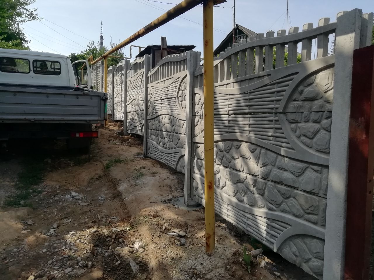 Установка бетонного забора г.Запорожья ул. Сулимы 16