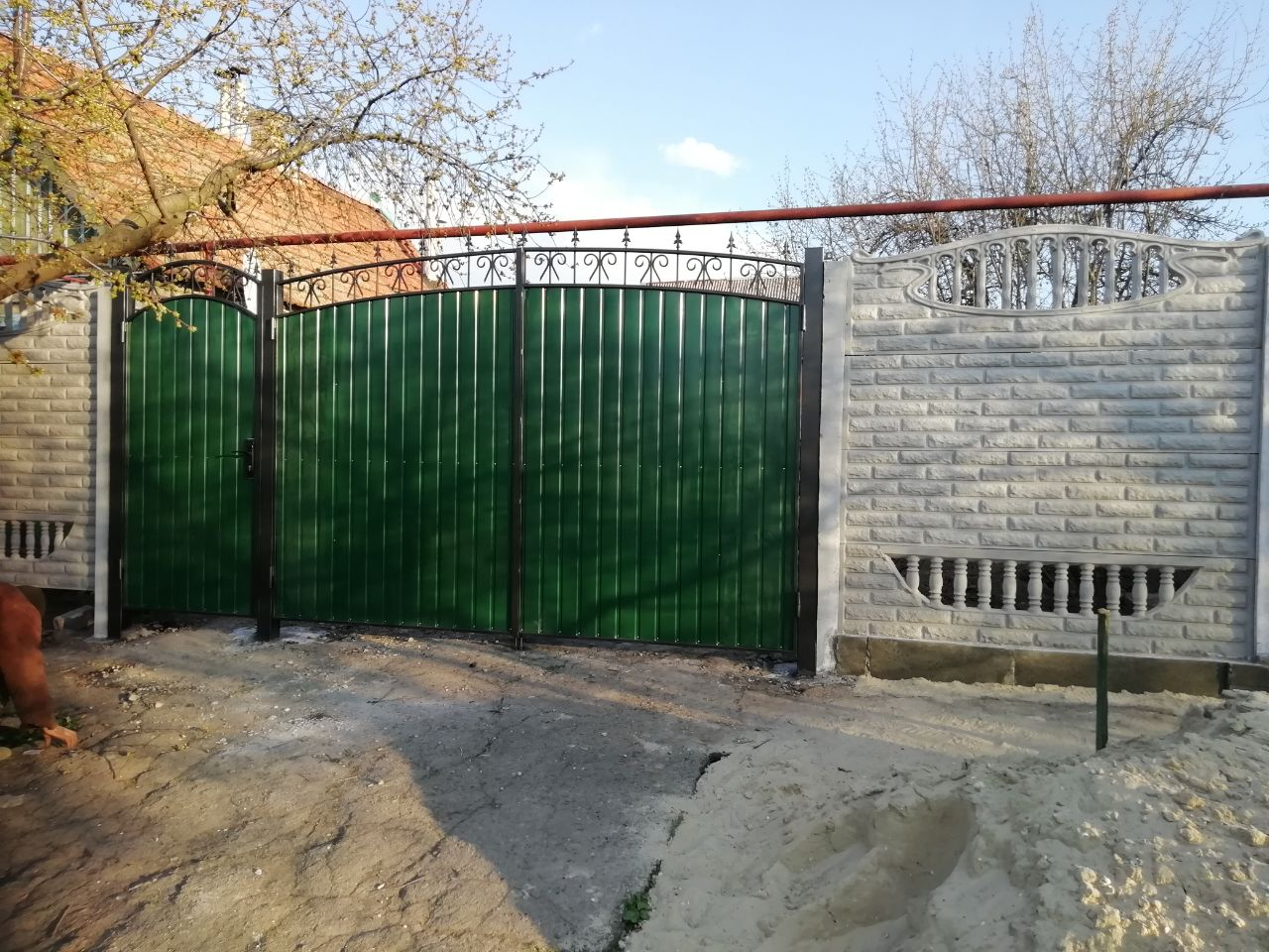 Установка бетонного забора с воротами г.Запорожье, ул.Молочная