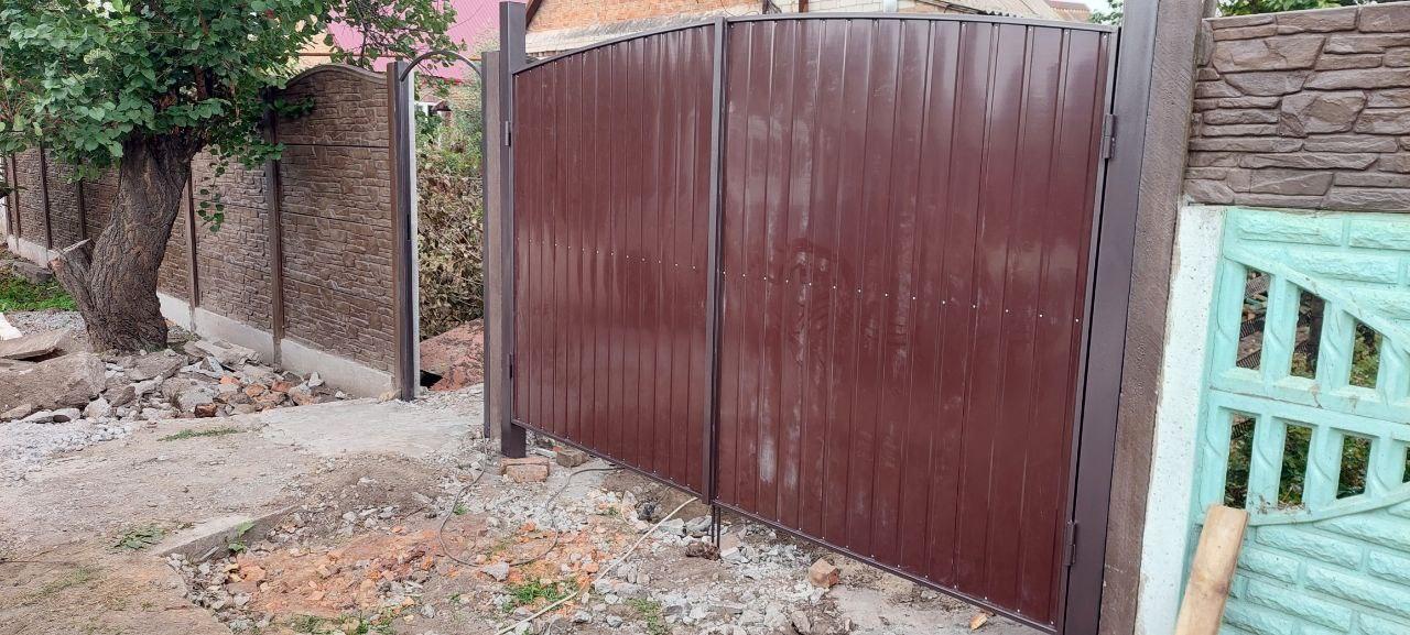 Производство и установка распашных ворот из профнастила Запорожья.