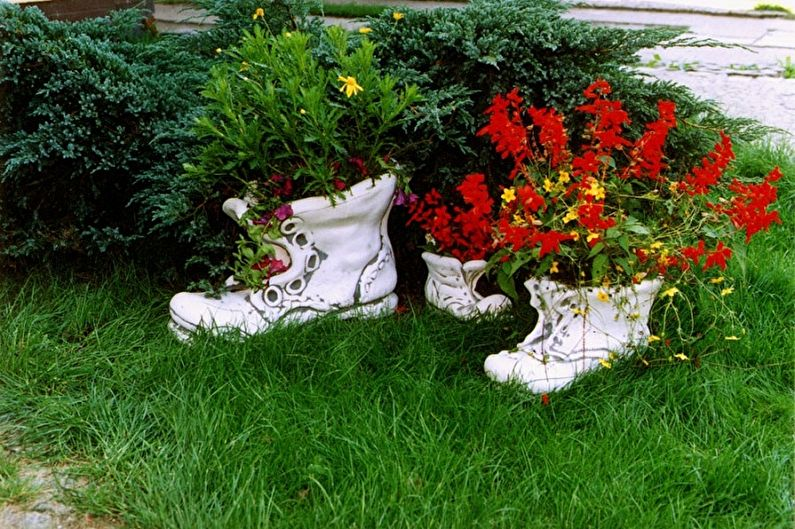 Цветник   малый башмак  вазон ботинок